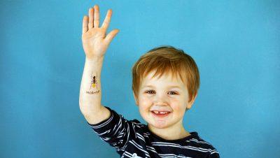 TUTATA Temporäre Tattoos Kind mit Ameise auf dem Arm